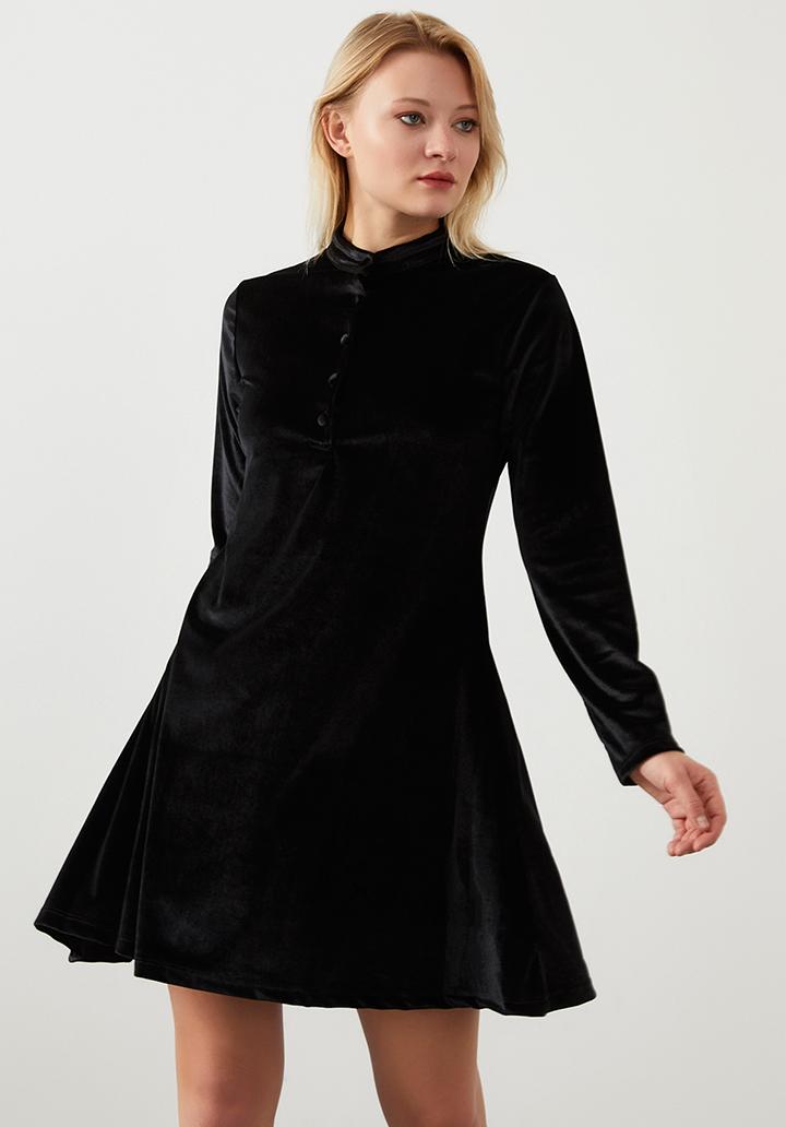Yakası düğmeli kloş kadife elbise(siyah)