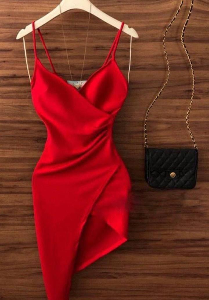 Kırmızı ip askılı tasarım elbise