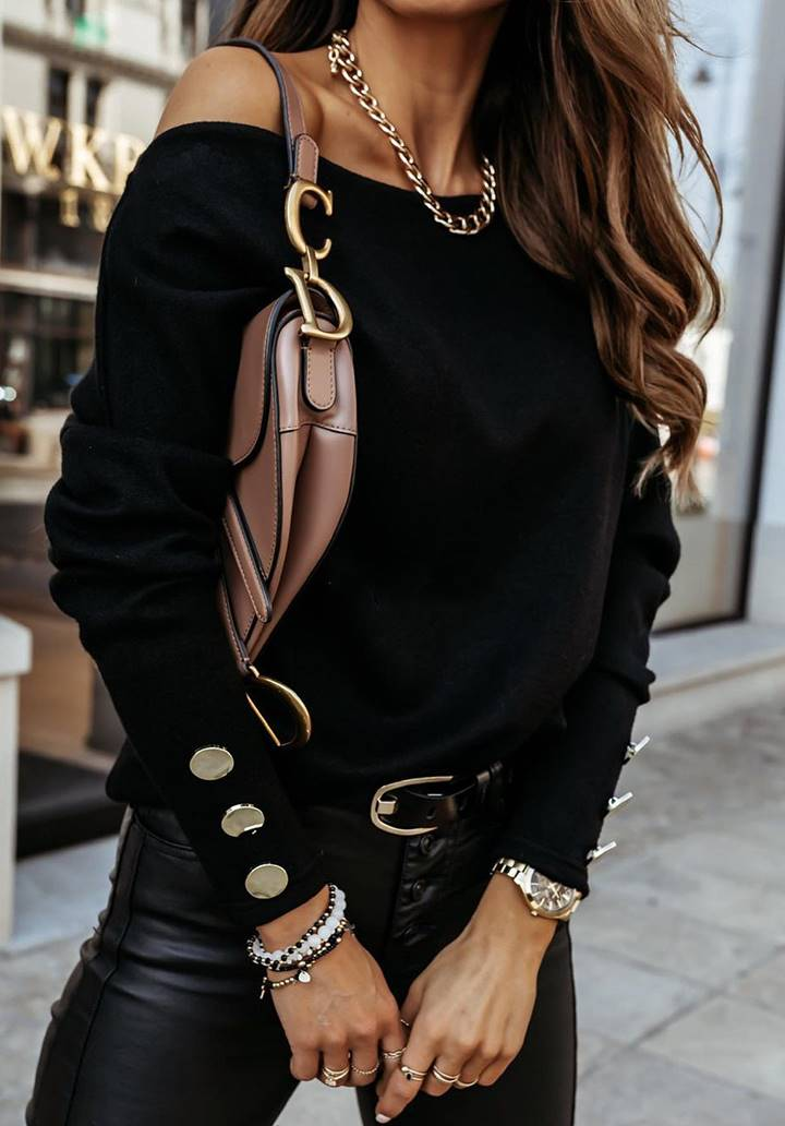 Kayık Yaka Düğme Aksesuarlı Bluz (Siyah)