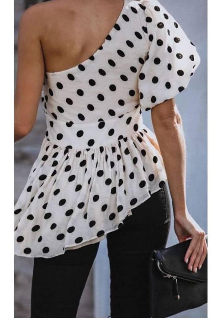 Tek omuz puantiyeli asimetrik kesim bluz