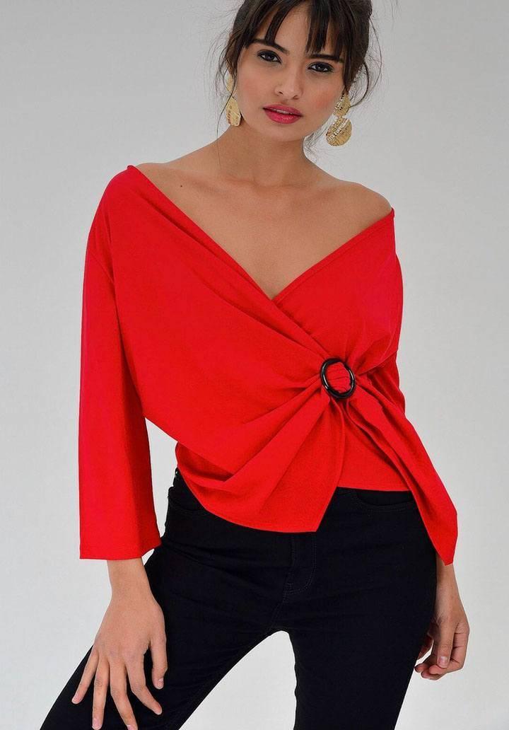 Kırmızı kruvaze yaka tokalı bluz