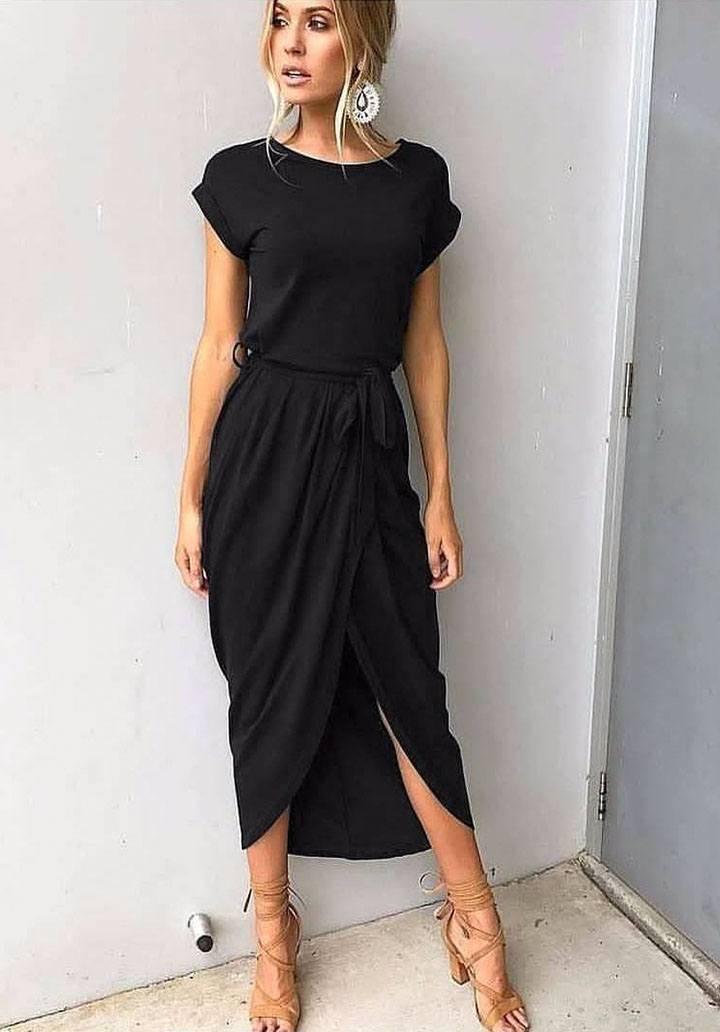Siyah asimetrik kesim elbise