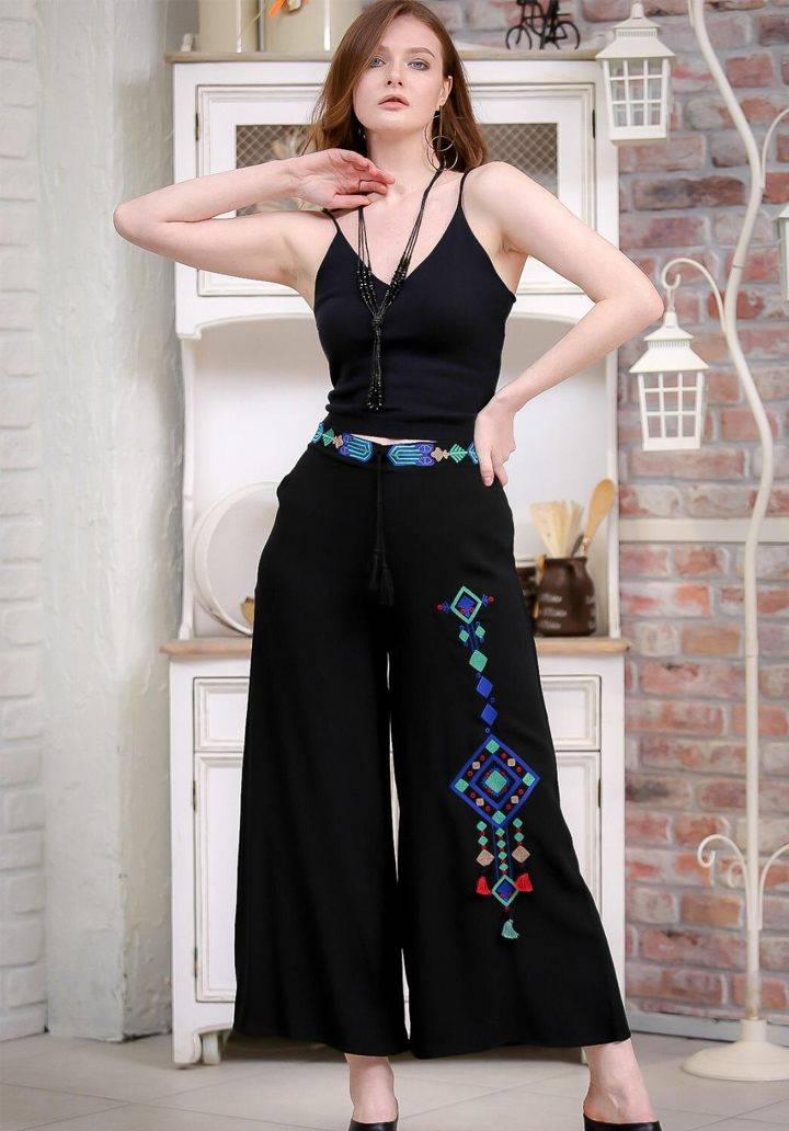 Siyah tribal nakışlı bol paça pantalon