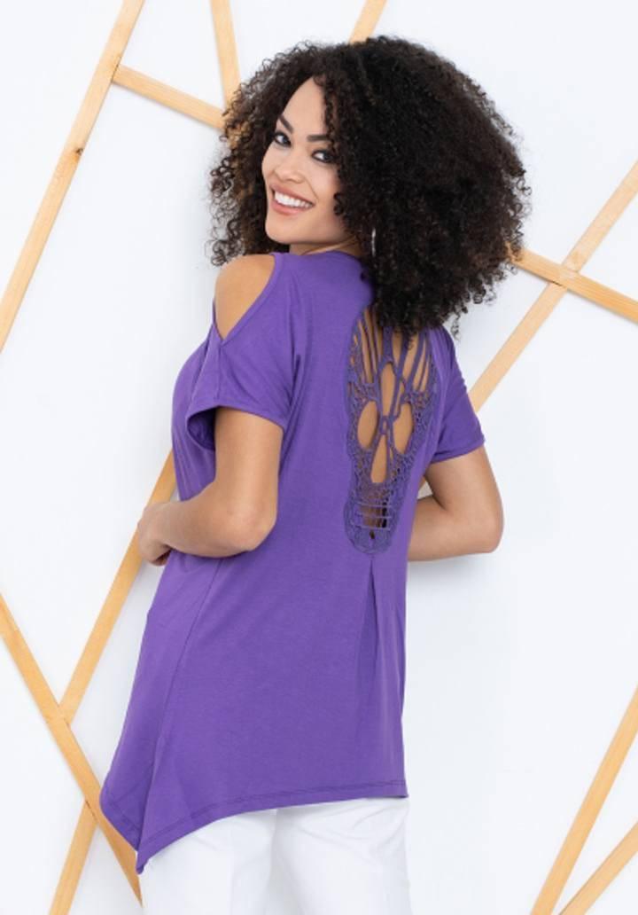 Mor sırt dekolteli asimetrik kesim bluz
