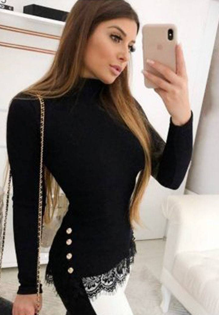 Eteği gupurlü düğme aksesuarlı bluz