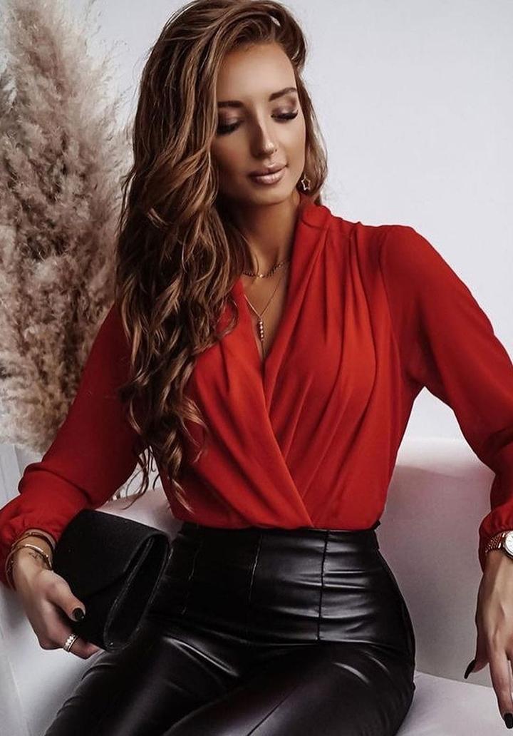 Kruvaze Yaka Sandy Kumaş Tasarım Bluz (Kırmızı)