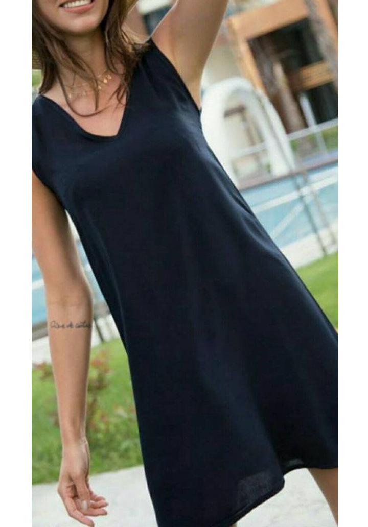 Siyah kolsuz V yaka mini elbise