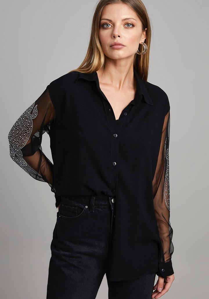 Kolları şifon üzeri taşlı tasarım gömlek