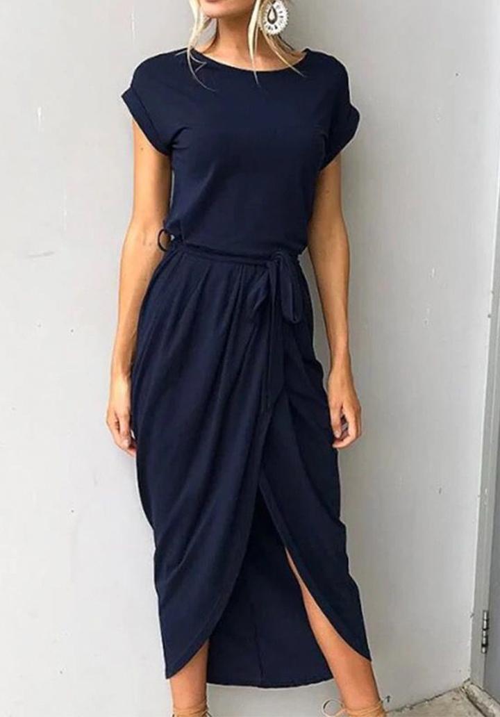 Lacivert kuşaklı asimetrik kesim elbise