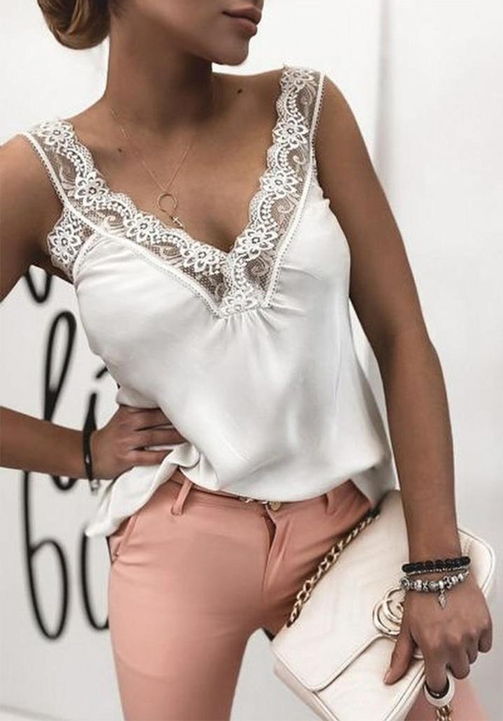 Yaka Dantel Detay Crep Bluz (Beyaz)