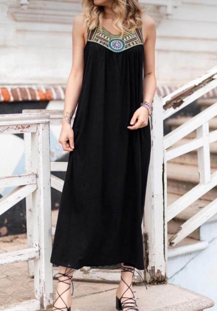 Kolsuz Yaka İşlemeli Maxı Boy Elbise (Siyah) - 1