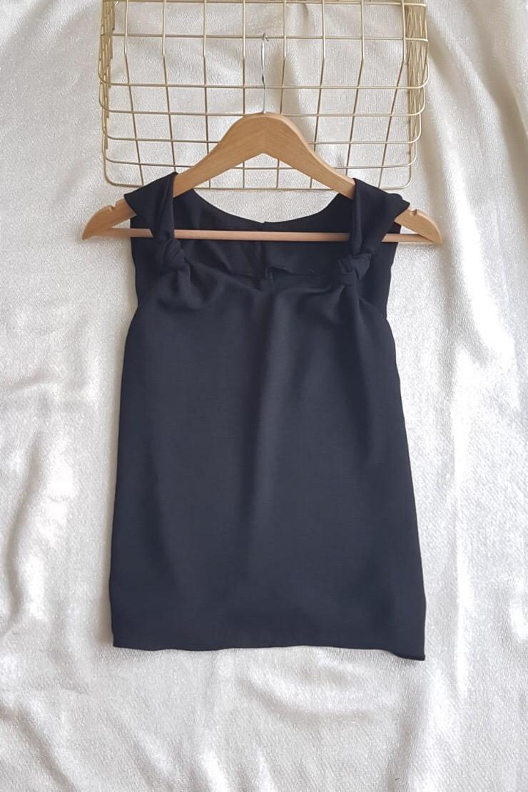 Askı Detay V Yaka Ayrobin Bluz (Siyah) - 2